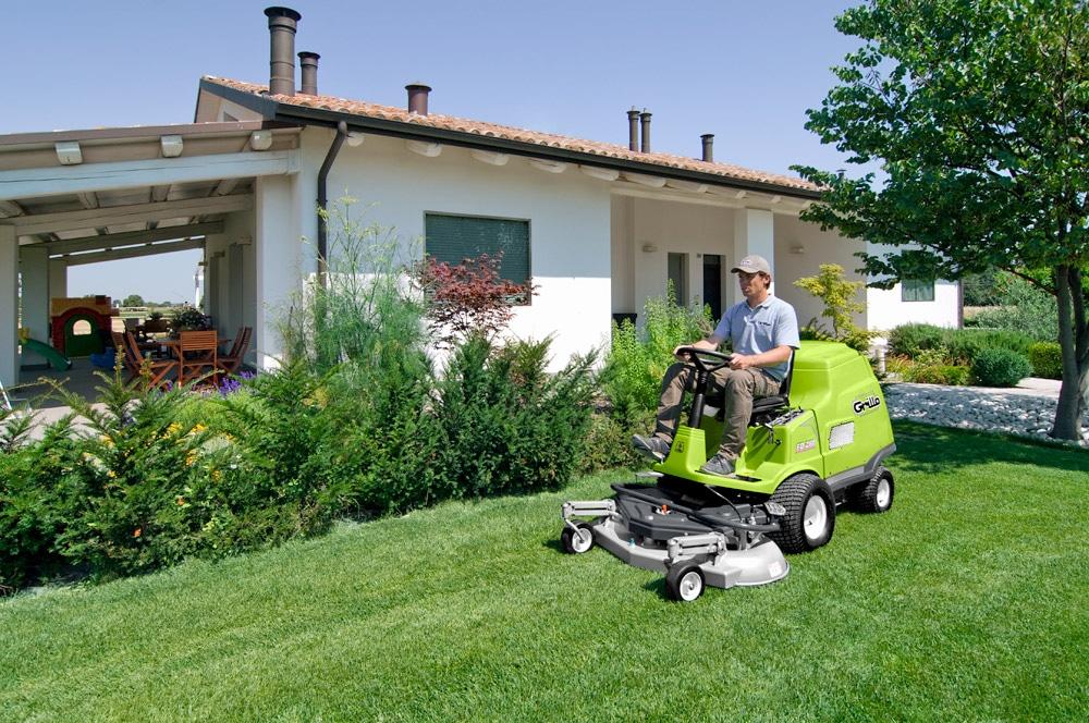 Vermietung Gartenmaschinen Großflächenmäher Aufsitzmäher GRILLO FD280_ZWO Baumaschinen-Service GmbH
