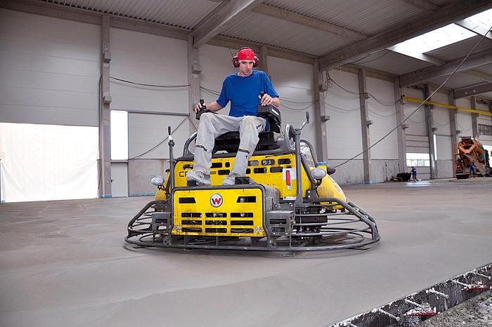Vermietung Betonbearbeitung Aufsitzglätter Wacker Neuson CRT36_ZWO Baumaschinen Service GmbH