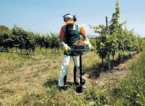 Vermietung Agrarmaschinen Galabau Erdborhgerät OLEO MAC MTL51_ZWO Baumaschinen Service GmbH